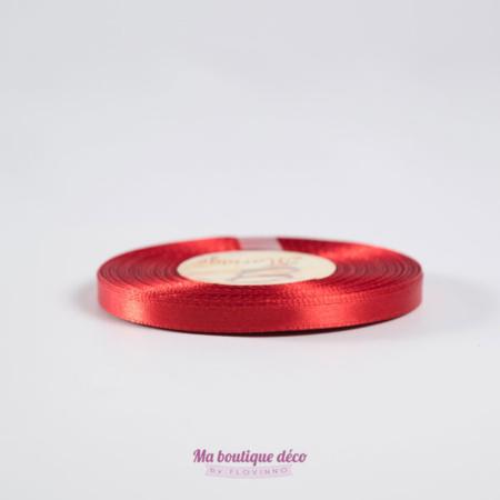 ruban rouge en satin
