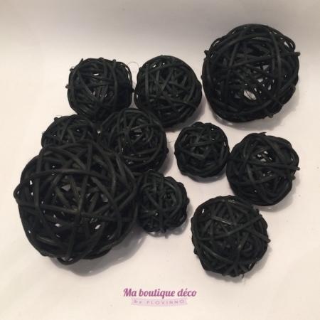 boules en rotin noires