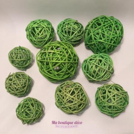 boules rotin vert