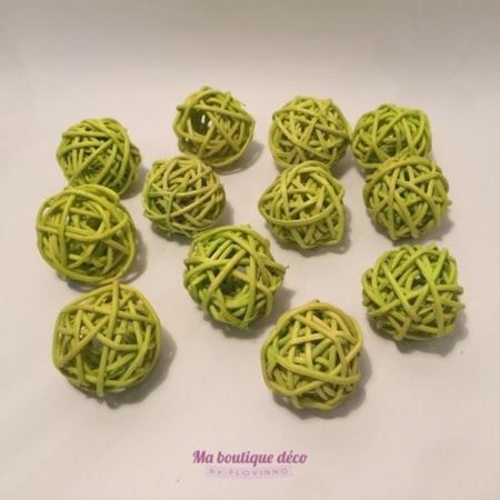 mini boules en rotin vert anis